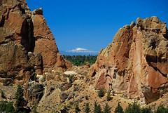 Smith Rock Vista (Talo66) Tags: oregon centraloregon landscapes scenics outdoors geology rocks rockformations smithrockstatepark summer hiking views cascademountains peaks