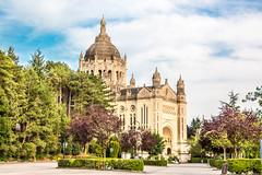 basilique de Lisieux (jherve22) Tags: basilique pelerinage lieu de chretien lisieux priere