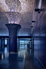Toledo 9 (isnogud_CT) Tags: toledo gelb blau wasser neapel italien statione bahnhof linea1 reisende ubahn underground