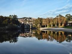 Sol y sombra (juantiagues) Tags: río lérez puente reflejo monasterio juantiagués juanmejuto