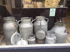 Moret-sur-Loing (delphinecingal) Tags: moretsurloing seineetmarne loing milk juge bidons lait patrimoine histoire monument visite history moretloingetorvanne