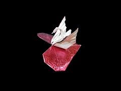 Heart & Swan (Al3bbasi.) Tags: al3bbasi swan origami paper sculpture art design object love heart kamiyasatoshi