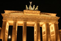 Berlin....️🍺 (carlesbaeza) Tags: travel berlin tor puerta germany alemanya alemania europe love night noche monument monumento brandenburg