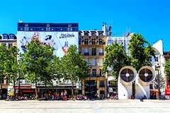 Jean Paul Gaultier (Rainer D) Tags: 2017 paris îledefrance frankreich sun sunny place sunnyday colour holiday travel outdoor chill city cityview capital europe luniverse ufo