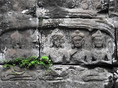 Disappearing among the ruins (The Shy Photographer (Timido)) Tags: cambodia cambogia angkor asia shyish
