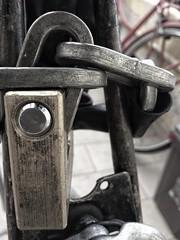 Bloccata (Briz1994) Tags: amateur italia pisa bici blackandwhite biancoenero lucchetto bike