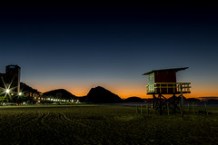 Praia de Copacabana - Rio de Janeiro (mariohowat) Tags: copacabanabeach copacabana praiasdoriodejaneiro praiadecopacabana sunrise amanhecer alvorada noturnas canon6d canon longaexposição natureza riodejaneiro