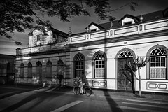 D71_4831 (x) (A. Neto) Tags: d7100 nikon nikond7100 sigmadc18250macrohsmos blackwhite bw monochrome architecture shadows old windows doors people bicycle morretes