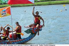 2017-05-29 1854 (Badger 23 / jezevec) Tags: 2017 20170529 dajia dragon dragonboat festival taiwan history culture travel tourism duanwufestival zhongxiaofestival 忠孝節 龍船節 龍舟節 端午节 端午節 龍舟 龙舟 龍船 龙船 taipei ֵ台北 臺北市 taipeh taןpeh ταϊπέι 타이페이 тайбэй 台北市 ტაიბეი تايبيه taibei đàibắc taipé tchajpej rowing sports boat barco шлюпка 배 ボート barca βάρκα bateau 小船 člun veneillä csónak łódź boating vessel photo picture image watersports watercraft asia tradition