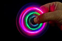 Spìnner (Wal Wsg) Tags: spinner spin luces lights luz light speed spinnerdeluces spinnerdeluz lightspinner finger hand dedos manos creativo creative canoneosrebelt3 argentina buensoaires caba