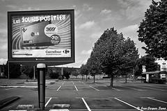 1592 - Les jours positifs, St Martin au Laërt, 2011 (ikaune) Tags: nb bw noiretblanc blackandwhite ikaune argentic argentique parking supemarché monochrome publicité affichage