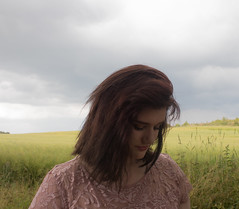 untitled-4378 (HelenaPoulsen) Tags: naja cousin kusine family familie nature sky mark field yellow lyserød pink girl beautiful smuk beauty canon canon700 canon700d