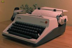 FlickrFriday #MadeNoMore (Argentarius85) Tags: nikond5300 nikkor35mm18g flickrfriday madenomore mechanicaltypewriter schreibmaschine depthoffield dof