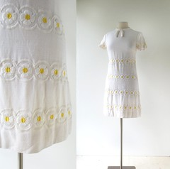 1960s Daisy Chains embroidered linen dress, from Leslie Fay (Small Earth Vintage) Tags: smallearthvintage vintagefashion vintageclothing dress 1960s 60s lesliefay daisy floral embroidered linen