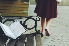 Read books 📖 (olyvafel) Tags: street bench girl book