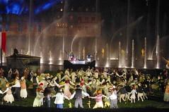 fête à la cinéscénie du puy du fou (hyéronimous) Tags: puydufou spectacle nuit cinénéscénie fête jetdeau danse