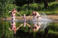 Family going swimming on a lake beach (VisitLakeland) Tags: vesileppis ranta uida biitsi kesä aurinkoinen luonto järvi beach swim summer finland lakeland lake water fun happy