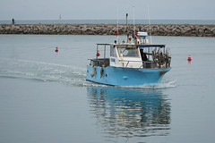 Carnon-Plage (Neil Pulling) Tags: carnonplage carnon france mediterranean coast seaside languedocroussillon occitanie fishingboat boat