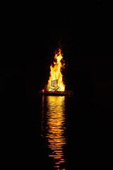 Bûcher (rondoudou87) Tags: pentax k1 fêtedesponts bûcher water eau reflection reflections reflexion reflet nuit night fire feu zeiss 85 carlzeiss planar zk