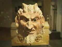 Musée national du Liban (Beyrouth) :  extêmité d'un sarcophage (période romaine) (Bagolina) Tags: mort muséenationalduliban liban beyrouth