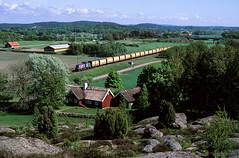 SE - Varberg - T44 394 (blockstelle.de) Tags: astation avarberg avärö alland alschweden bseschwedischebaureihe bset44 cordnungsnummer c394 eevubzwfahrzeughalter egreencargo ffarbgebung fblau nnummerartdeszuges nüg76518 ssonstigestichwörter sfelsen sheide hallandslän schweden se zug züge bahn eisenbahn lok railway railroad train fullhd locomotive