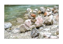 Stein Pyramide (Fujigraf) Tags: isar ufer steine stone pyramide wasser flus