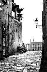 Pausa (Valdy71) Tags: otranto italy italia puglia apulien borgo vicolo bw street valdy nikon