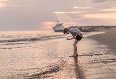 Searching (melfoody) Tags: puertovallarta jalisco mexico mx boy beach sand reflection sunset shore pacific child childhood canon