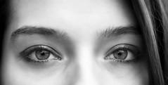 Dans le regard d'Elisa (liofoto) Tags: canon eos6d sigma105mmmacro noiretblanc blackandwhite monochrome yeux eyes regard portrait face girl woman beauty beauté beautiful
