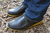 Black Romika wellie shoes with yellow soles (welliesfan1) Tags: romika gummistiefel galoshes gomma regenlaarzen regenstiefel rubberboots rainboots tuinlaarzen stiefel stövlar stivali boots botas wellies wellingtons wornoutsoles versleten trashed bottescaoutchouc wellworn afgedragen kaplaarzen laarzen