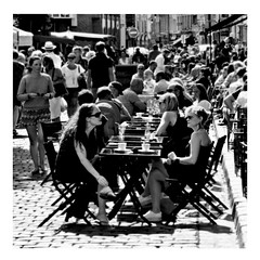 street life (japanese forms) Tags: ©japaneseforms2017 ボケ ボケ味 モノクロ 日本フォーム 黒と白 bw blackwhite blackandwhite blancoynegro bokeh candid monochrome random roxymusic schwarzweis square squareformat strasencafé strasenfotografie straatfotografie streetlife streetphotography vlaanderen zwartwit