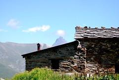 The house and the giant/La casa y el gigante (dagherrotipista) Tags: casa monviso baita montagna prato montana house piedras val varaita nikond60