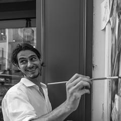 HAPPY (photo & life) Tags: paris france ville city street streetphotography photography photolife™ humanistphotography jfl happy fujifilm fujifilmxpro2 fujinon fujinonxf14mmf28r 14mm squareformat squarephotography blackandwhite noiretblanc