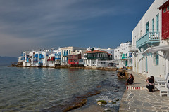 Photo op (Thomas Mülchi) Tags: cycladesislands cyclades 2017 mykonos spring islandhopping southaegean greece whitewashed littlevenice people women photosession mikonos egeo gr