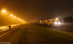 A cold and foggy winter night (VTZK) Tags: antwerpenhaven blx hld77 trein business train railscape railscapes freight transport transportation rail railroad sustainable logistics zug bahn mobility photo image spoorweg chemindefer spoorlijn cargo port antwerp night sncb hld 77 fog streetlight urban industry industrial