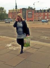 You Wear It Well (Bricheno) Tags: glasgow candid girl argylestreet woman dress blonde curvy schottland szkocja scotland scozia escocia escòcia écosse scoția 蘇格蘭 स्कॉटलैंड σκωτία bricheno