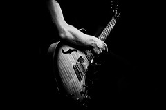 musica (conteluigi66) Tags: braccio arm chitarra guitar musica music suono play lugiconte bn monochrome biancoenero nikon d500