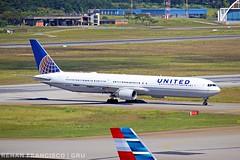N76064 (renanfrancisco) Tags: united unitedairlines ua ual staralliance n76064 boeing boeing767 767 767400 764 boeing767400 gru sbgr gruairport guarulhosairport aeroporto airport airlines aeropuerto landing pouso morrinho spotting