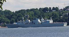 HMCS Toronto FFH333 (Jacques Trempe 2,800K hits - Merci-Thanks) Tags: stefoy quebec canada navire ship fleuve river stlaurent stlawrence hmcs toronto ffh333 warship guerre marine navy