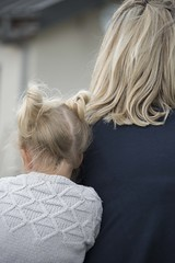 Une maman ***--+° (Titole) Tags: mother maman blond back jumper blonde child mum daughter titole nicolefaton hair fair thechallengefactory perpetual storybookwinner