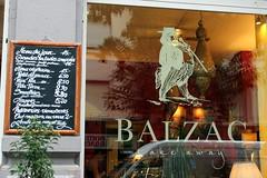 Inviting (overthemoon) Tags: switzerland suisse schweiz svizzera romandie vaud lausanne boulevarddegrancy balzac café blackboard prices salads cosy genevaend côtégenève