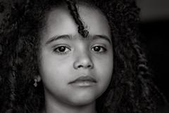 Foto- Arô Ribeiro -1148-2 (Arô Ribeiro) Tags: arôribeiro photography blackwhitephotos laphotographie arte crianças negra brasil