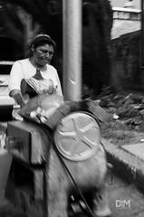 Por los arrabales (Davo Marto) Tags: sombras desenfoque blancoynegro street tradicion canon escena sound shadows mirada esfuerzo ciudaddeméxico rebelt5 méxico retrato comercio blanco monocromatico hair streetphotography circulo textura people city cityscape barrido astro lights actor arboles avenida trabajo camino gris luminancia persona figuras gente calle