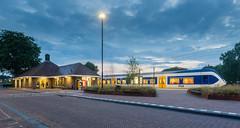 Station Putten bij schemering (DAPPA01) Tags: trein station putten pt slt perron schemering train tracks twighlight ns nsr kunstlicht 5600 stoptrein