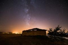 Vía Láctea en Cidamón, La Rioja, Spain (mixtli1965) Tags: noche largaexposición nocturna estrellas casa abandonada nikon d7100 tokina1116mmf28 longexposition milkyway víaláctea night stars cidamón rioja spain larioja