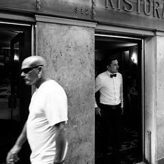 52i60617 (photo & life) Tags: italia italie ville city venise street streetphotography humanistphotography photography photolife™ noiretblanc blackandwhite fujifilm fujinon fujinonxf14mmf28r 14mm squareformat squarephotography jfl europe flickraward