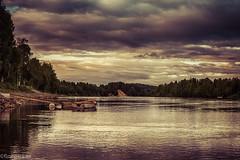 En båt i älven (johan.bergenstrahle) Tags: 2017 finepics umeälv boat bridge brygga båt evening hdr kväll landscape landskap natur sommar summer sverige sweden umeriver
