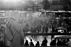 spi_201 (la_imagen) Tags: türkei turkey türkiye turquía istanbul istanbullovers sw bw blackandwhite siyahbeyaz monochrome street streetandsituation sokak streetlife streetphotography strasenfotografieistkeinverbrechen menschen people insan eminönü galatabrücke galata bridge galatabridge galataköprüsü