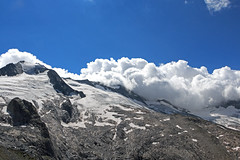 Bad weather is coming up (_Martl_) Tags: alpen alps canon eos 70d canon18135mm austria österreich berge mountains mountain weather sky glacier gletscher clouds wolken outdoor landscape landschaft snow schnee peak gipfel zillertaleralpen zillertal