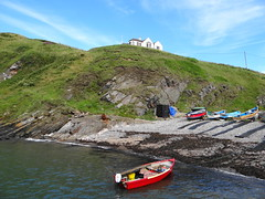 Cove (Ian Robin Jackson) Tags: coveaberdeen scotland sea aberdeenshire boats water sky house july sony zeiss summer